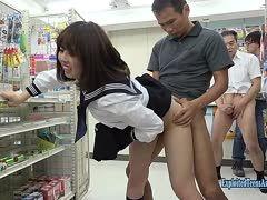 Asia Schulgirl im Supermarkt gebumst