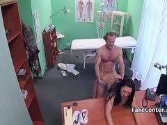 Rollige Tschechin besucht den Sperma-Doktor