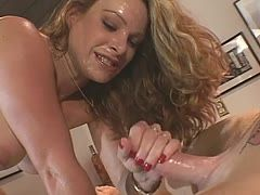 Sexy Handjob mit der geilen Amateurin